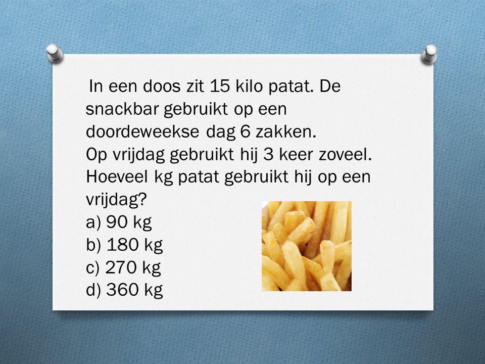 In een doos zit 15 kilo patat. De snackbar gebruikt op een doordeweekse dag 6 zakken.