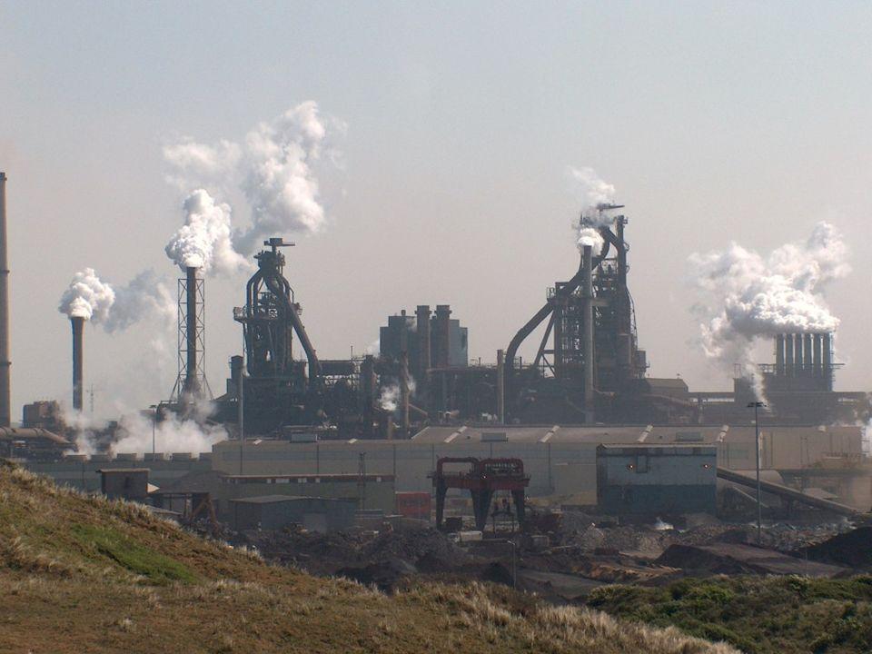 Corrosie Ongewenste aantasting van materialen door reacties met stoffen uit de atmosfeer.