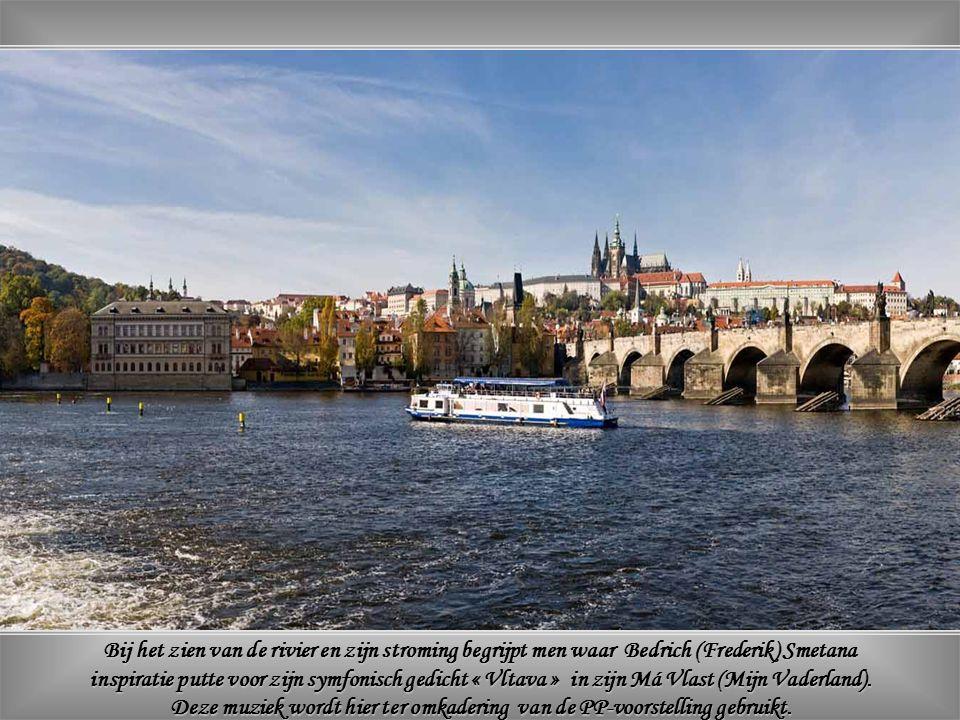 De schoonheid van de stad komt nog meer tot haar recht door de Vltava met haar mooie, soms eeuwenoude bruggen.