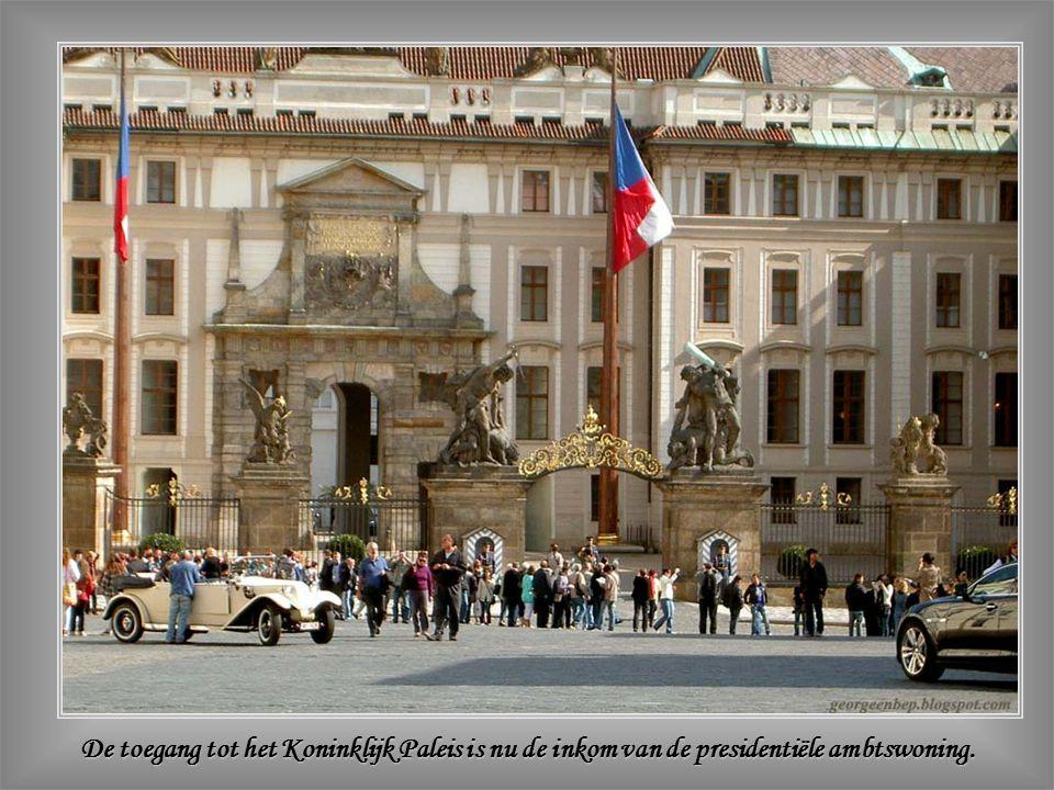 De Praagse Burcht is de grootste van de wereld: 72.500 m².