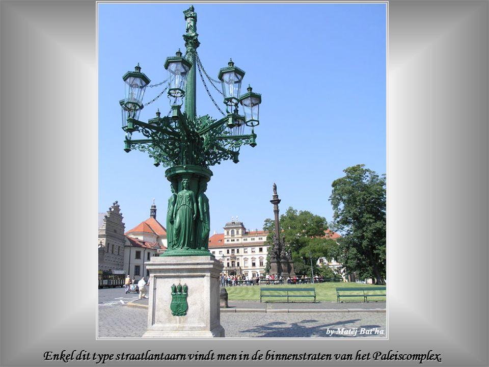 De toegang tot het Koninklijk Paleis is nu de inkom van de presidentiële ambtswoning.