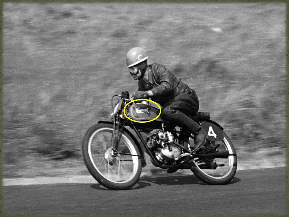 Vraag 23 Amateurmotorcoureur Tonny Heineman uit Terschuur nam in 1948 deel aan de 125 cc-race van de TT van Assen.