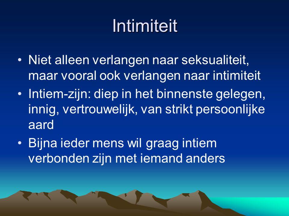Intimiteit Niet alleen verlangen naar seksualiteit, maar vooral ook verlangen naar intimiteit Intiem-zijn: diep in het binnenste gelegen, innig, vertr