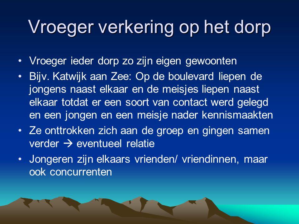 Vroeger verkering op het dorp Vroeger ieder dorp zo zijn eigen gewoonten Bijv. Katwijk aan Zee: Op de boulevard liepen de jongens naast elkaar en de m