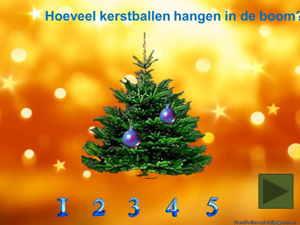 In welke boom zitten 2 groene en 3 gouden kerstballen?
