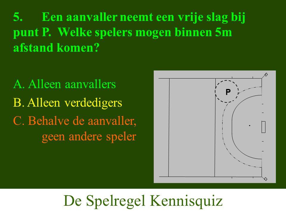 De Spelregel Kennisquiz 5.Een aanvaller neemt een vrije slag bij punt P.