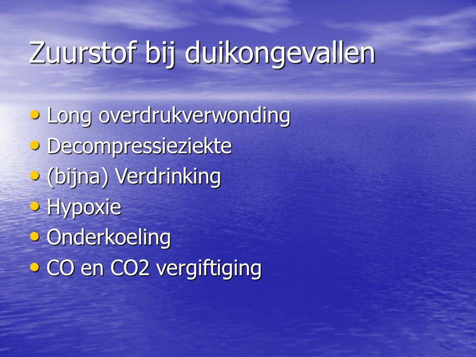 Koolmonoxide = CO Kleur/reukloos/smaakloos Kleur/reukloos/smaakloos Oorzaak: Verontreiniging bij vullen van duikfles Oorzaak: Verontreiniging bij vullen van duikfles CO bind stevig(er) aan rode bloedcellen CO bind stevig(er) aan rode bloedcellen Gevolg: onvoldoende zuurstofopname Gevolg: onvoldoende zuurstofopname