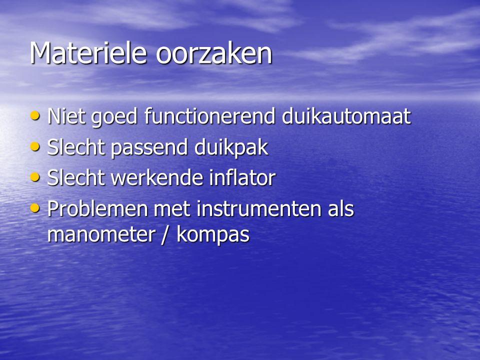 Materiele oorzaken Niet goed functionerend duikautomaat Niet goed functionerend duikautomaat Slecht passend duikpak Slecht passend duikpak Slecht werkende inflator Slecht werkende inflator Problemen met instrumenten als manometer / kompas Problemen met instrumenten als manometer / kompas