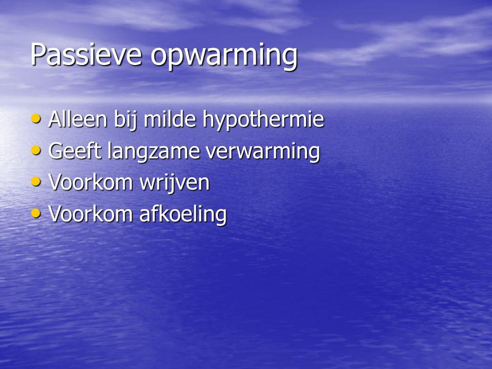 Passieve opwarming Alleen bij milde hypothermie Alleen bij milde hypothermie Geeft langzame verwarming Geeft langzame verwarming Voorkom wrijven Voorkom wrijven Voorkom afkoeling Voorkom afkoeling