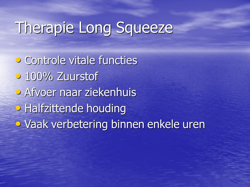 Therapie Long Squeeze Controle vitale functies Controle vitale functies 100% Zuurstof 100% Zuurstof Afvoer naar ziekenhuis Afvoer naar ziekenhuis Half