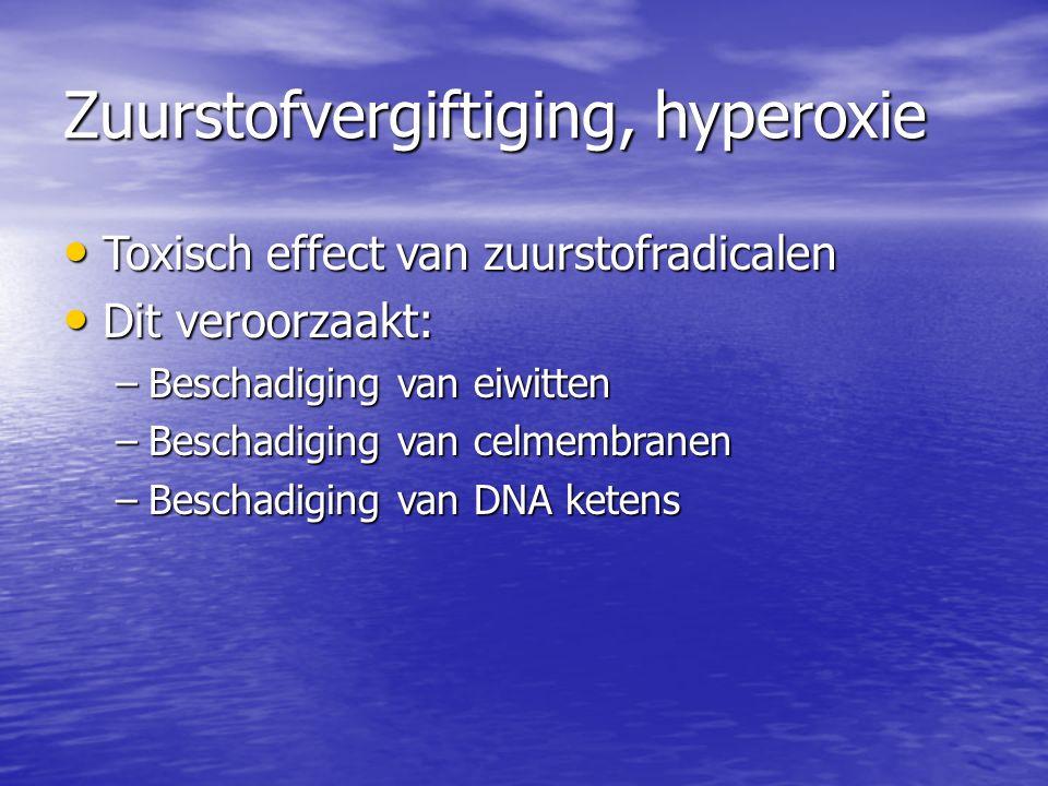Zuurstofvergiftiging, hyperoxie Toxisch effect van zuurstofradicalen Toxisch effect van zuurstofradicalen Dit veroorzaakt: Dit veroorzaakt: –Beschadiging van eiwitten –Beschadiging van celmembranen –Beschadiging van DNA ketens