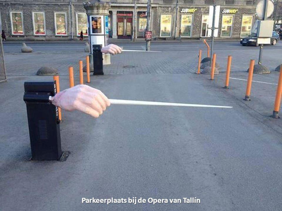 Parkeerplaats bij de Opera van Tallín