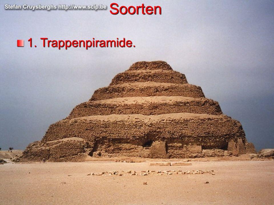 Een piramide werd gebouwd in lagen.