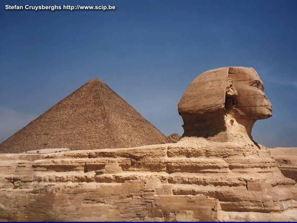 De grote sfinx.Groot stenen beeld. Mensenhoofd,leeuwen lichaam.