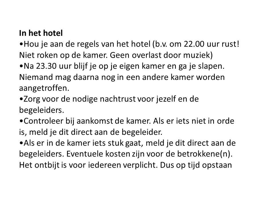 In het hotel Hou je aan de regels van het hotel (b.v.