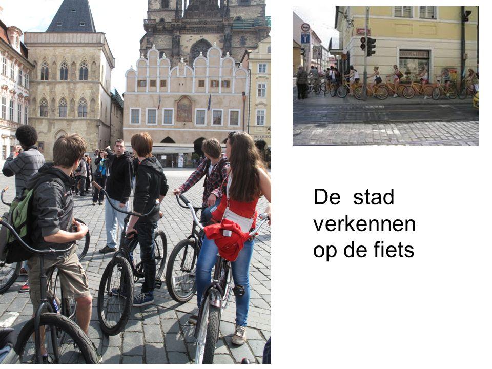 De stad verkennen op de fiets