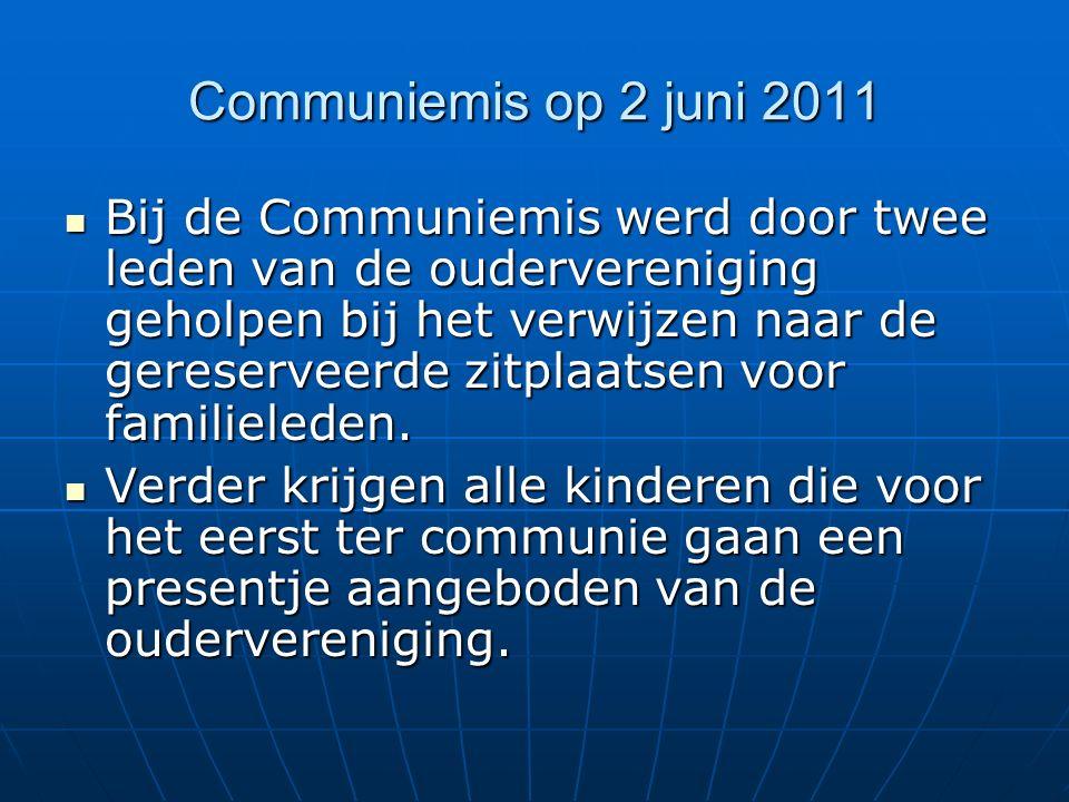 Communiemis op 2 juni 2011 Bij de Communiemis werd door twee leden van de oudervereniging geholpen bij het verwijzen naar de gereserveerde zitplaatsen voor familieleden.