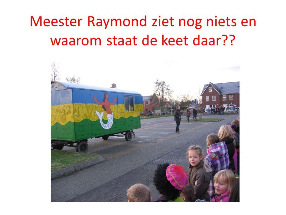 Meester Raymond ziet nog niets en waarom staat de keet daar?? Zullen we maar eens gaan roepen !!