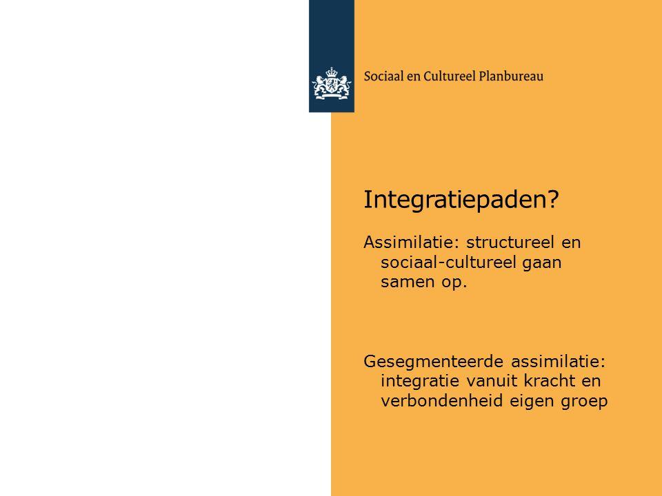 Integratiepaden. Assimilatie: structureel en sociaal-cultureel gaan samen op.