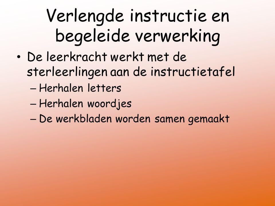 Verlengde instructie en begeleide verwerking De leerkracht werkt met de sterleerlingen aan de instructietafel – Herhalen letters – Herhalen woordjes –