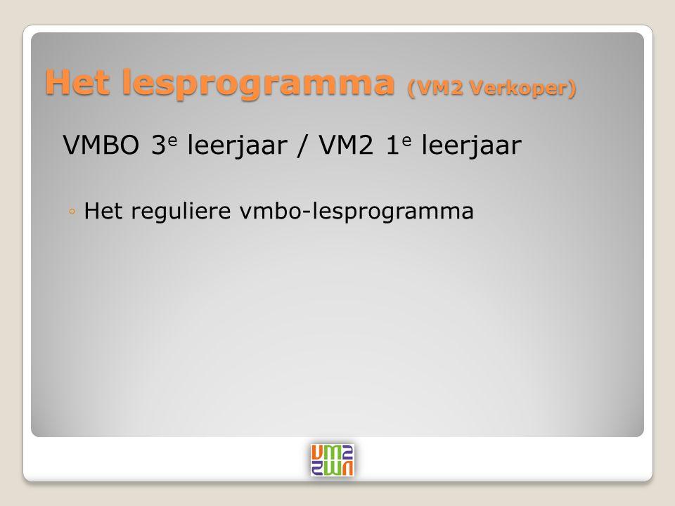 Het lesprogramma (VM2 Verkoper) VMBO 4 e leerjaar / VM2 2 e leerjaar ◦Het reguliere vmbo-lesprogramma tot het examen in mei 2011 ◦Daarnaast al enkele mbo onderdelen ingepast:  Oriëntatie op handel  Digitaal rijbewijs (Windows, Word en PowerPoint)  Werkstuk winkelformule i.c.m.