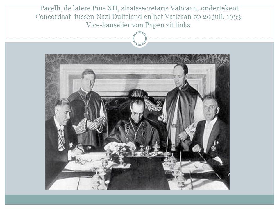 Pacelli, de latere Pius XII, staatssecretaris Vaticaan, ondertekent Concordaat tussen Nazi Duitsland en het Vaticaan op 20 juli, 1933.