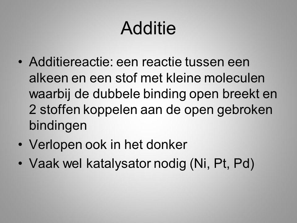 Additie Additiereactie: een reactie tussen een alkeen en een stof met kleine moleculen waarbij de dubbele binding open breekt en 2 stoffen koppelen aan de open gebroken bindingen Verlopen ook in het donker Vaak wel katalysator nodig (Ni, Pt, Pd)