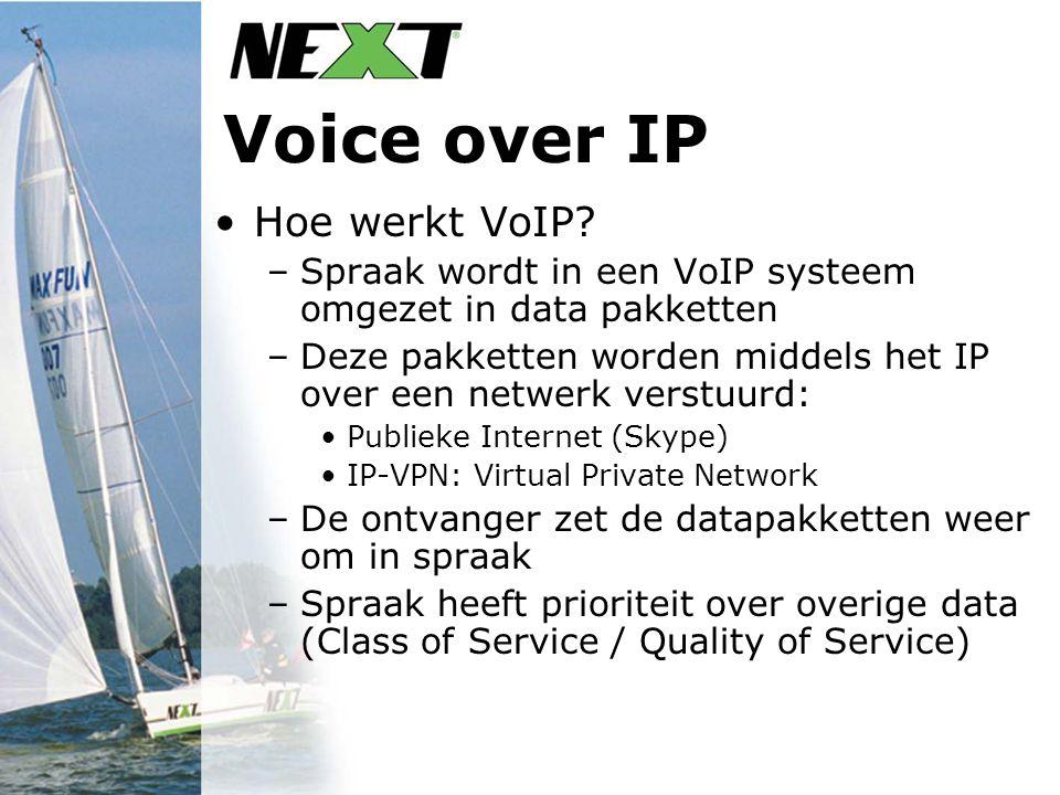 Voice over IP Hoe werkt VoIP? –Spraak wordt in een VoIP systeem omgezet in data pakketten –Deze pakketten worden middels het IP over een netwerk verst