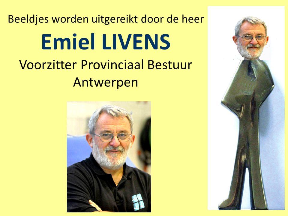 Beeldjes worden uitgereikt door de heer Emiel LIVENS Voorzitter Provinciaal Bestuur Antwerpen