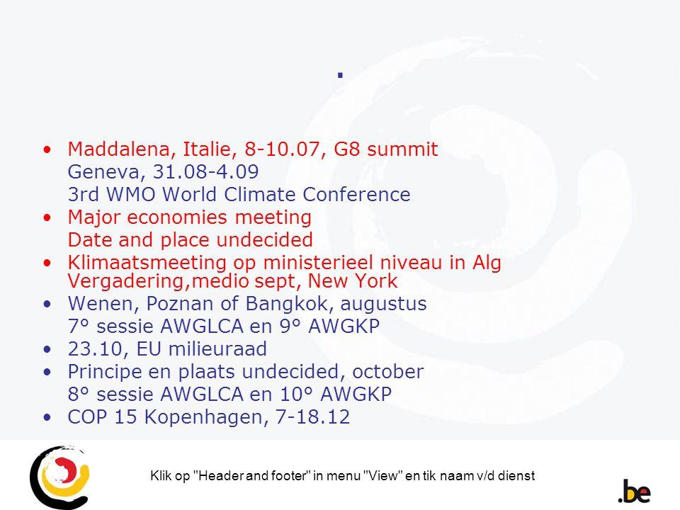 Klik op Header and footer in menu View en tik naam v/d dienst C.