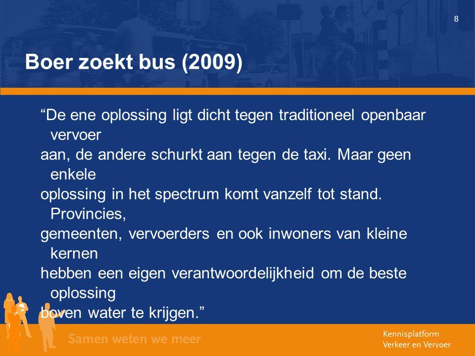 """8 Boer zoekt bus (2009) """"De ene oplossing ligt dicht tegen traditioneel openbaar vervoer aan, de andere schurkt aan tegen de taxi. Maar geen enkele op"""