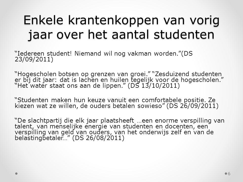 """Enkele krantenkoppen van vorig jaar over het aantal studenten """"Iedereen student! Niemand wil nog vakman worden.""""(DS 23/09/2011) """"Hogescholen botsen op"""
