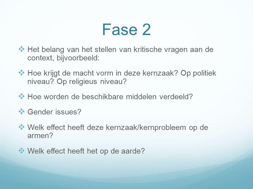 Fase 2  Het belang van het stellen van kritische vragen aan de context, bijvoorbeeld:  Hoe krijgt de macht vorm in deze kernzaak.
