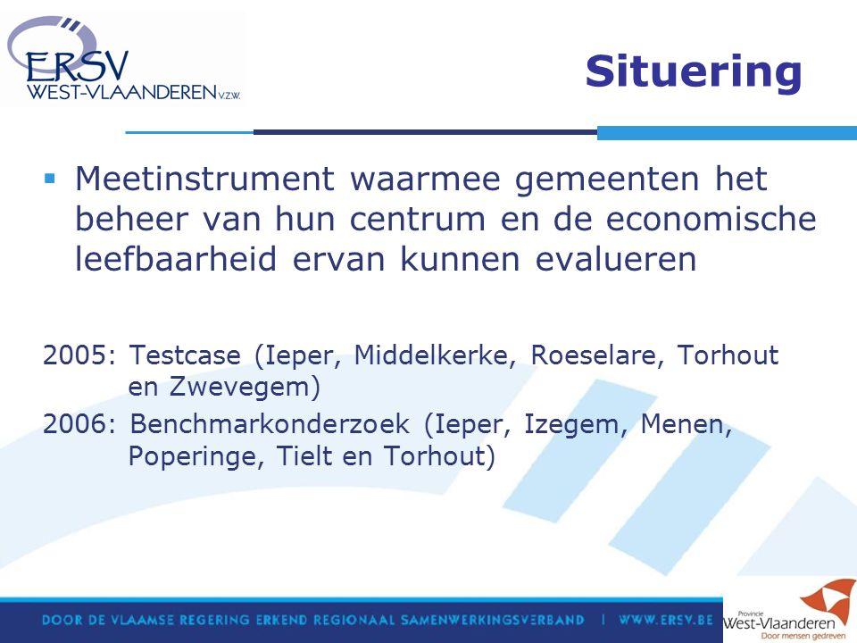 Situering  Meetinstrument waarmee gemeenten het beheer van hun centrum en de economische leefbaarheid ervan kunnen evalueren 2005: Testcase (Ieper, Middelkerke, Roeselare, Torhout en Zwevegem) 2006: Benchmarkonderzoek (Ieper, Izegem, Menen, Poperinge, Tielt en Torhout)