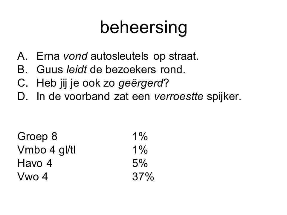 beheersing A.Erna vond autosleutels op straat. B.Guus leidt de bezoekers rond.