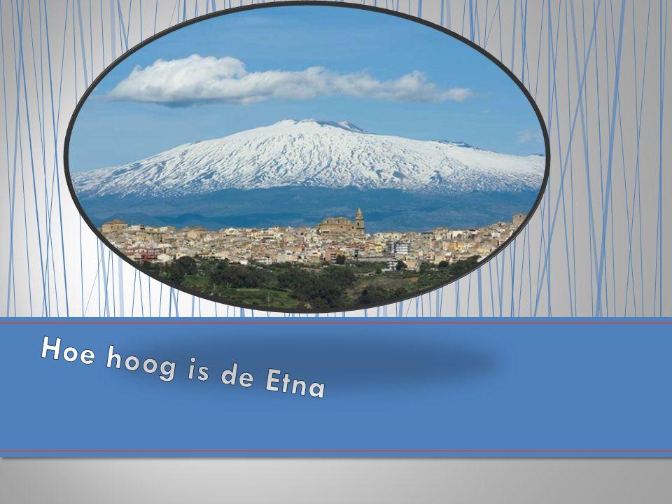De Etna licht in het land Italië en op het eiland Sicillië.Aan de Oostkust.