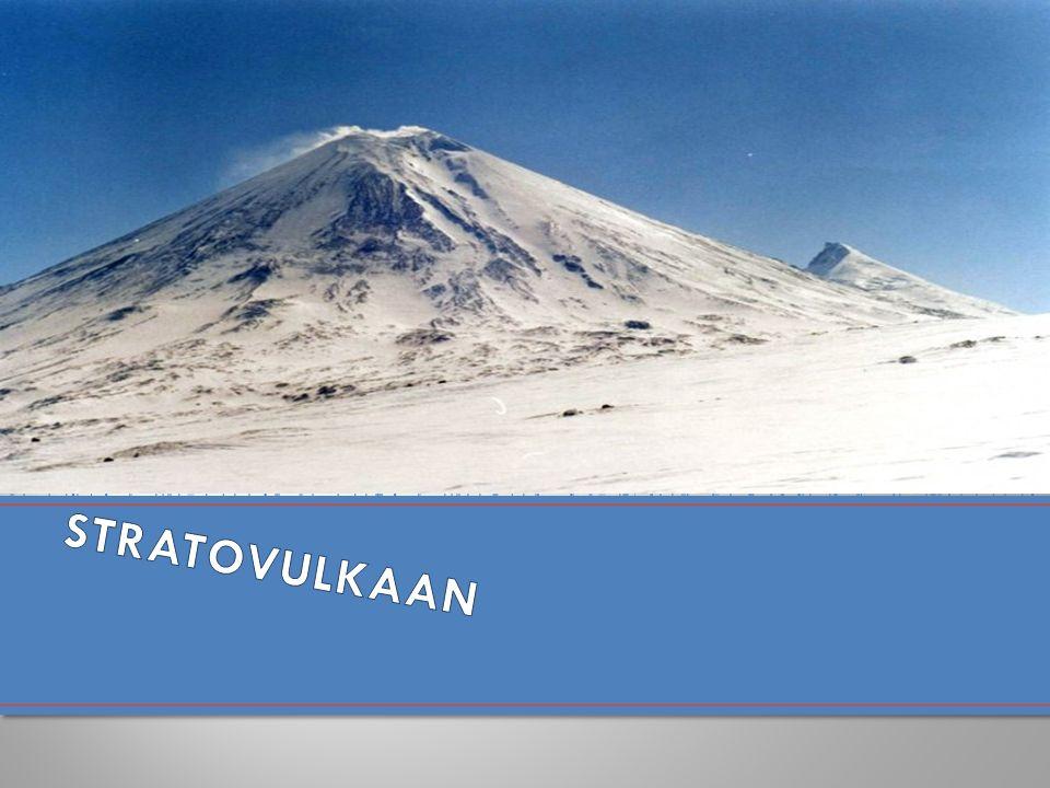 De meest voor de hand liggende verklaring voor de Etna is dat hij – net als de Stromboli en de Vesuvius – veroorzaakt is door de botsing van de Afrikaanse en de Euro-Aziatische aardschol.