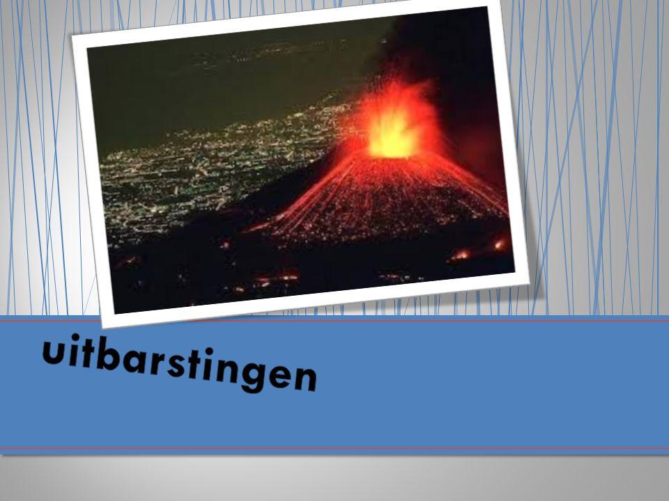 Een stratovulkaan is een hoge kegelvormige vulkaan die is opgebouwd uit lagen van gestolde lava en tefra. Stratovulkanen hebben relatief steile hellin