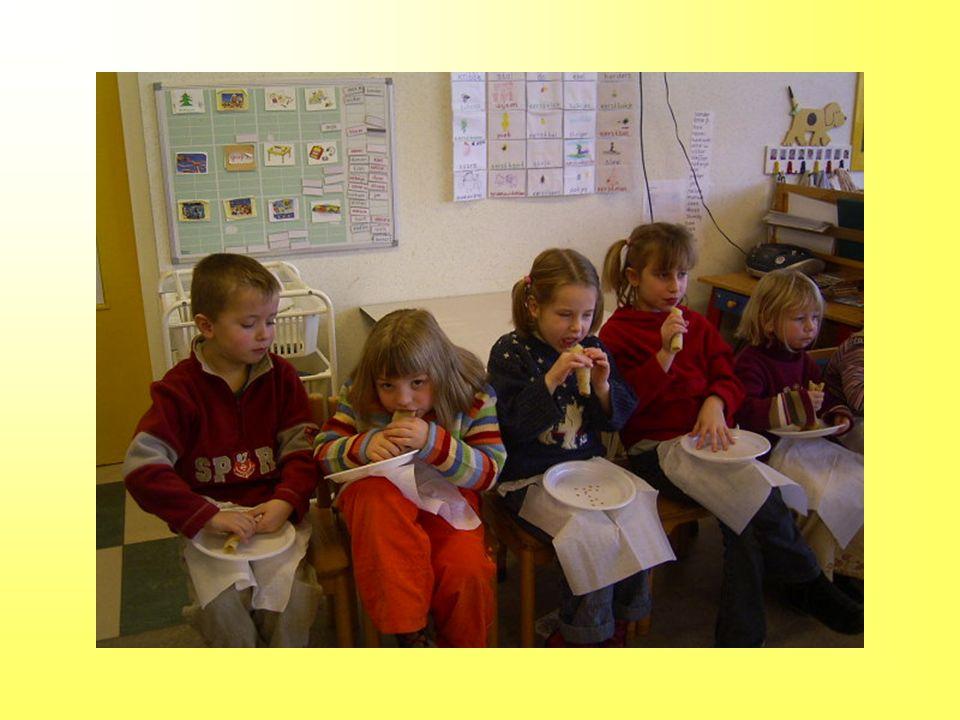 De kinderen maken een Hollandse molen