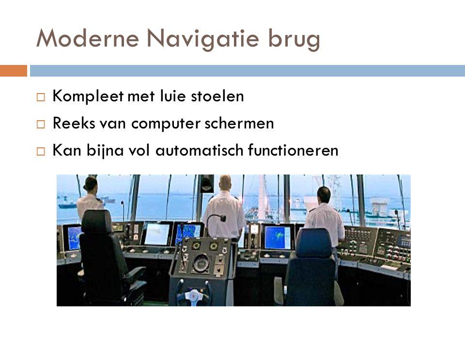 Moderne Navigatie brug  Kompleet met luie stoelen  Reeks van computer schermen  Kan bijna vol automatisch functioneren
