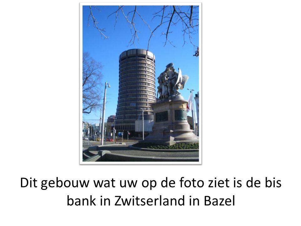Dit gebouw wat uw op de foto ziet is de bis bank in Zwitserland in Bazel