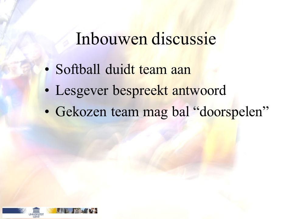 Inbouwen discussie Softball duidt team aan Lesgever bespreekt antwoord Gekozen team mag bal doorspelen