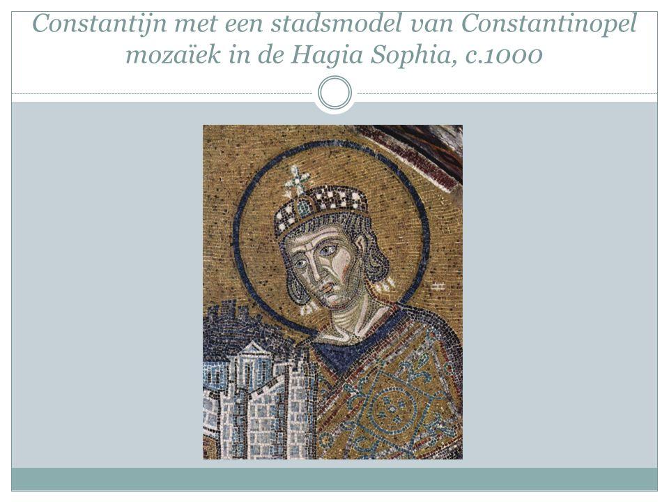 Constantijn met een stadsmodel van Constantinopel mozaïek in de Hagia Sophia, c.1000
