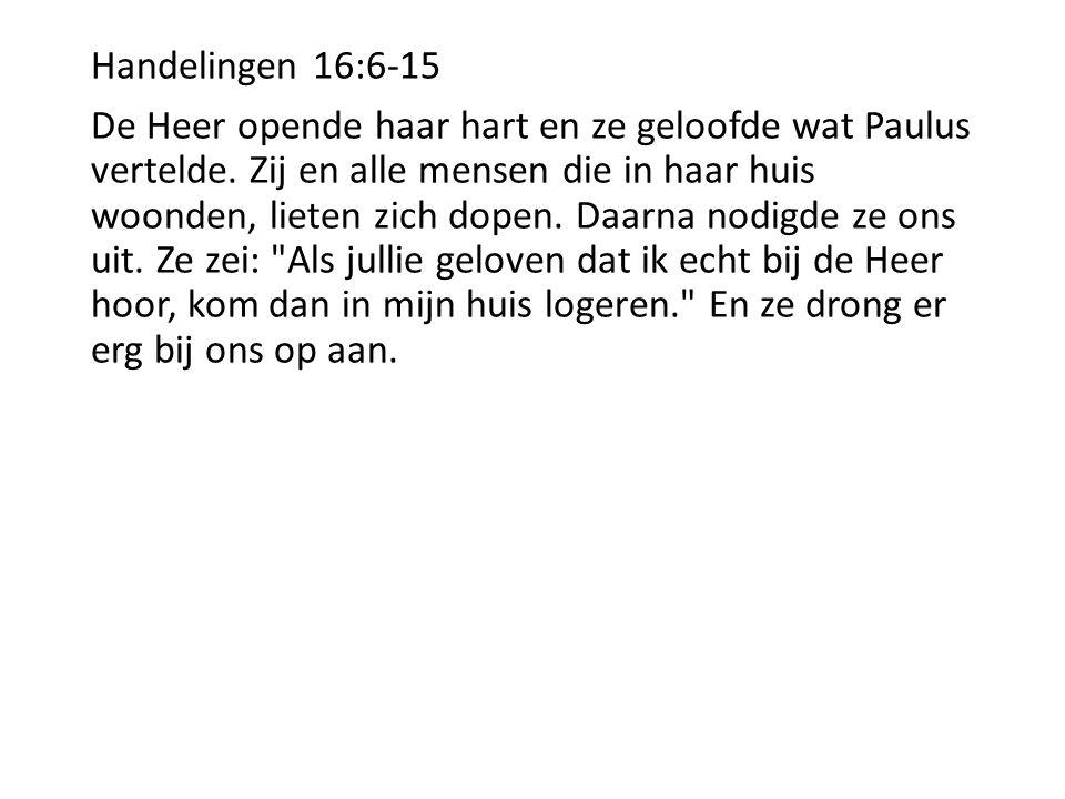 Handelingen 16:6-15 De Heer opende haar hart en ze geloofde wat Paulus vertelde. Zij en alle mensen die in haar huis woonden, lieten zich dopen. Daarn