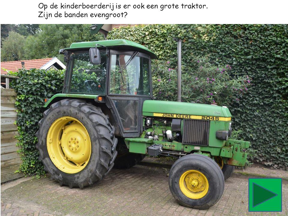Op de kinderboerderij is er ook een grote traktor. Zijn de banden evengroot?