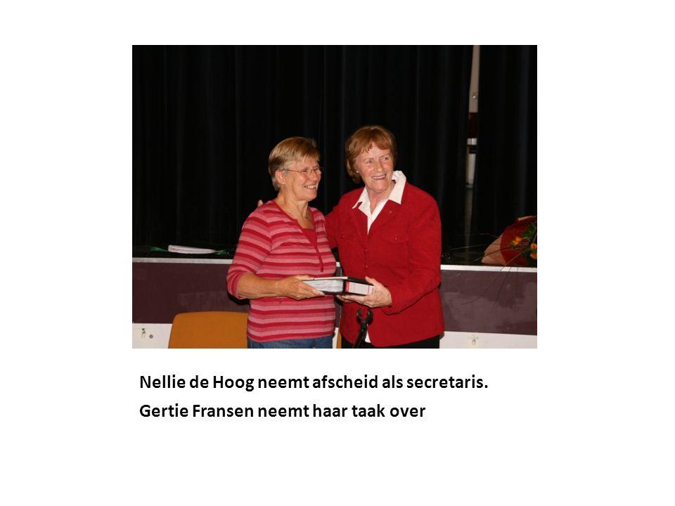 Nellie de Hoog neemt afscheid als secretaris. Gertie Fransen neemt haar taak over