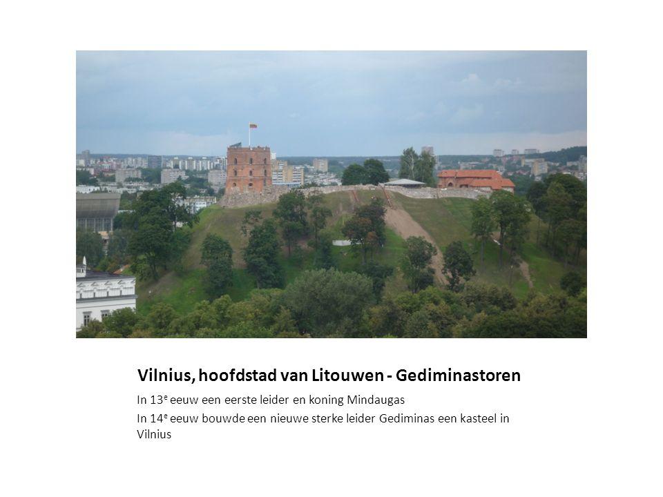 Vilnius, hoofdstad van Litouwen - Gediminastoren In 13 e eeuw een eerste leider en koning Mindaugas In 14 e eeuw bouwde een nieuwe sterke leider Gedim