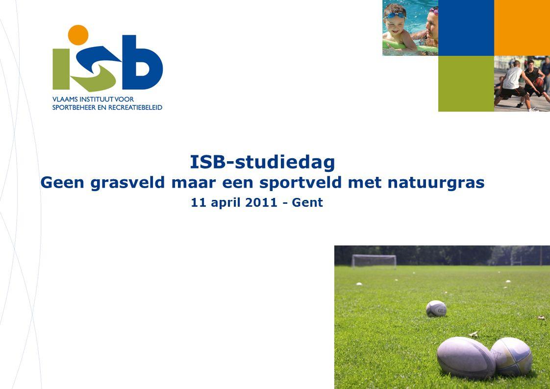 ISB-studiedag 'Sportvelden met natuurgras' – 11.04.2011 2 Ter inleiding Korte bevraging met respons van 70 gemeenten (met dank aan en deelnemende gemeenten) -Hoe gebeurt onderhoud van de grassportvelden van gemeente.