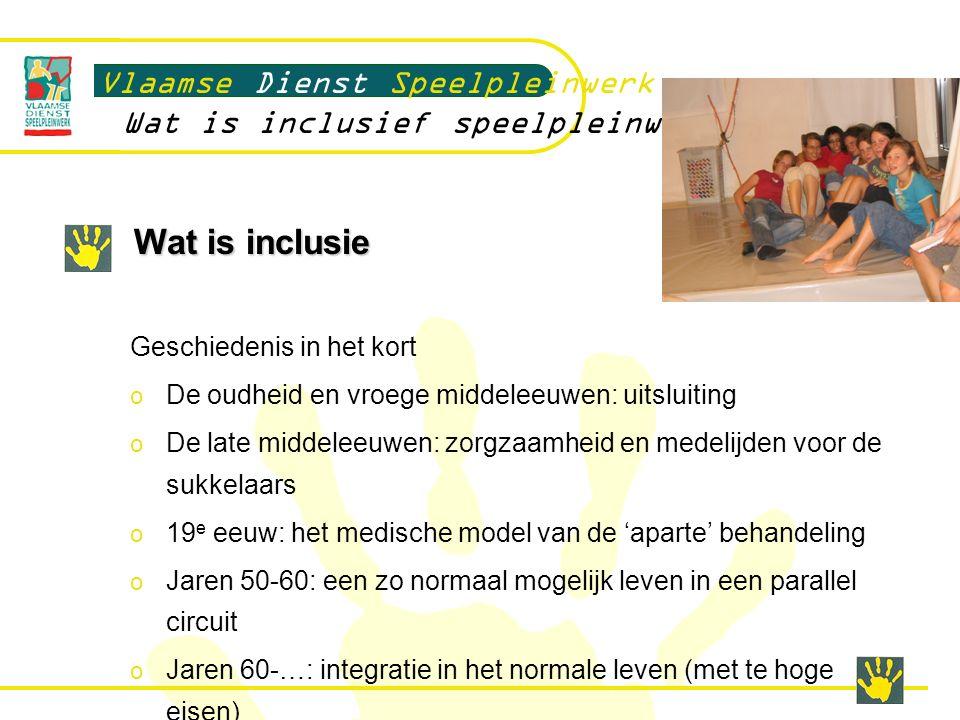 Wat is inclusie Inclusie een nieuwe kijk?: o Het zijn gewone mensen net als jij en ik o Nadruk op de mogelijkheden ipv op de beperkingen o Handicap ontstaat in interactie met de context: interactie is naast de capaciteiten ook afhankelijk van de context en de eisen die worden gesteld.