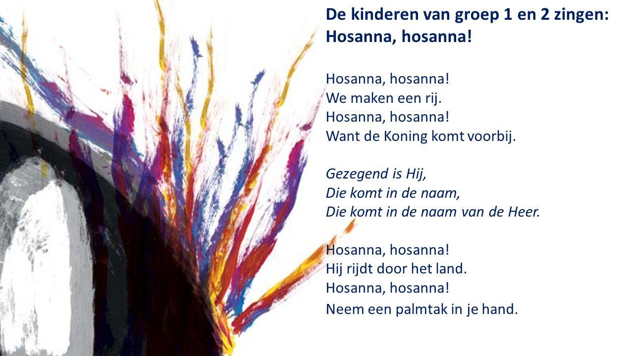 De kinderen van groep 1 en 2 zingen: Hosanna, hosanna.